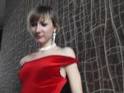 Russisk pige i sexet strømper forsøger at drille