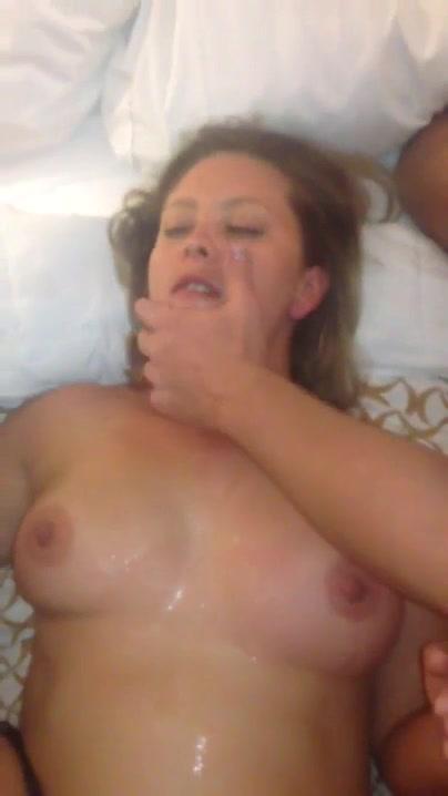 Hustru gør oralt sex til en fremmed igen